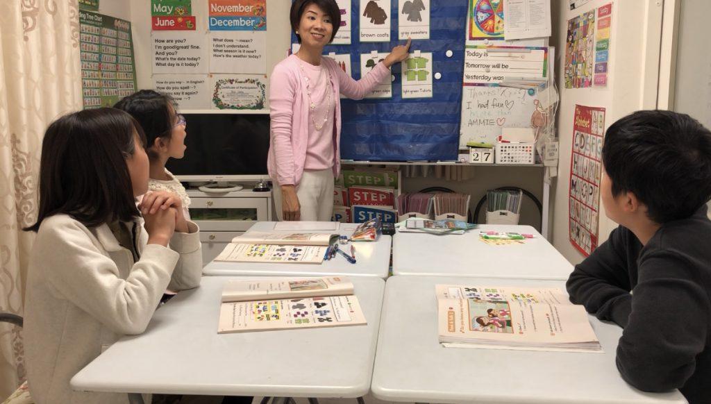 レッスンは基本英語ですが、文法や生徒さんが疑問に思っていることなどは日本語を使って、丁寧に分かるまで説明します。